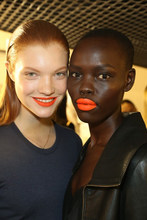 LIP COLOR ORANGE